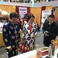 2018 Lunar New Year Extravaganza at West Edmonton Mall: Consul General Lu Xu Visits CIE Booth